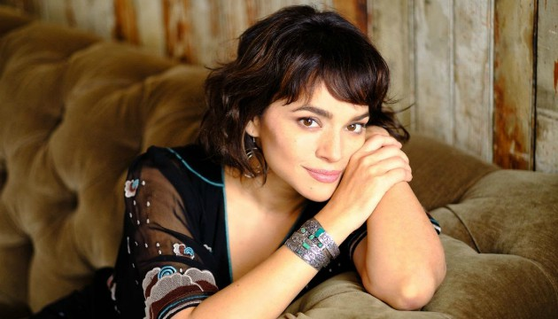 Norah Jones MB